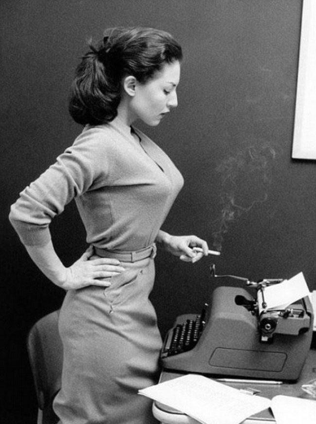 cropped-girl-with-typewriter.jpg